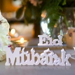 Houten letters 'Eid Mubarak'